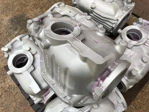 File:Carters de moteurs devant une fonderie de Miribel (Ain) - 2.JPG
