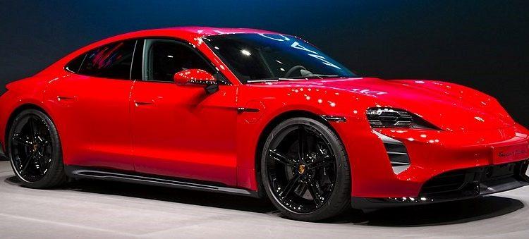 Photographie de la Porsche Taycan illustrant l'article d'Adesa sur les meilleures voitures électriques haut de gamme